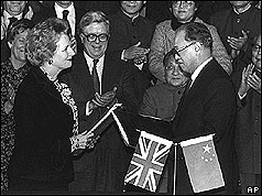 Mrs Thatcher and Zhao Ziyang formally agree the handover - Source: BBC News