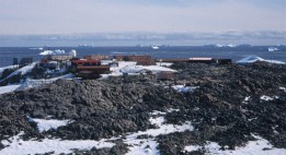 Base Dumont d'Urville is located 5 km off the continental coast of Antartica